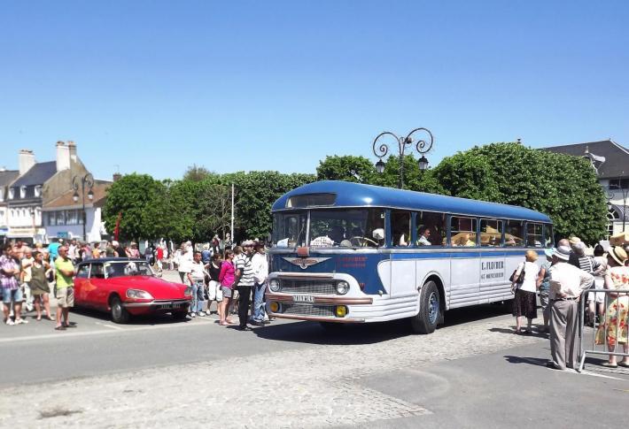 """Le Chausson APH522 de 1959 à """"La route des vacances"""" en 2012."""