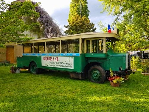 Bus parisien lors d un evenement en statique