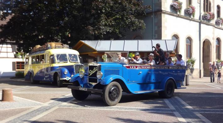 Mariage en vieux bus