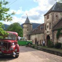 Les vieux autocars au château de Thanvillé