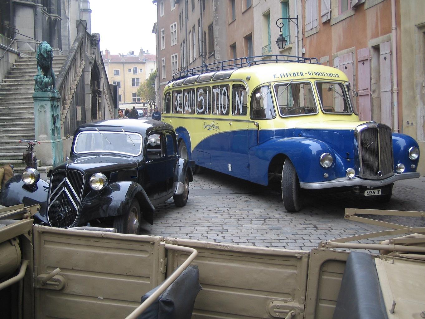 location d 39 autocars et vieux bus anciens retro louer. Black Bedroom Furniture Sets. Home Design Ideas
